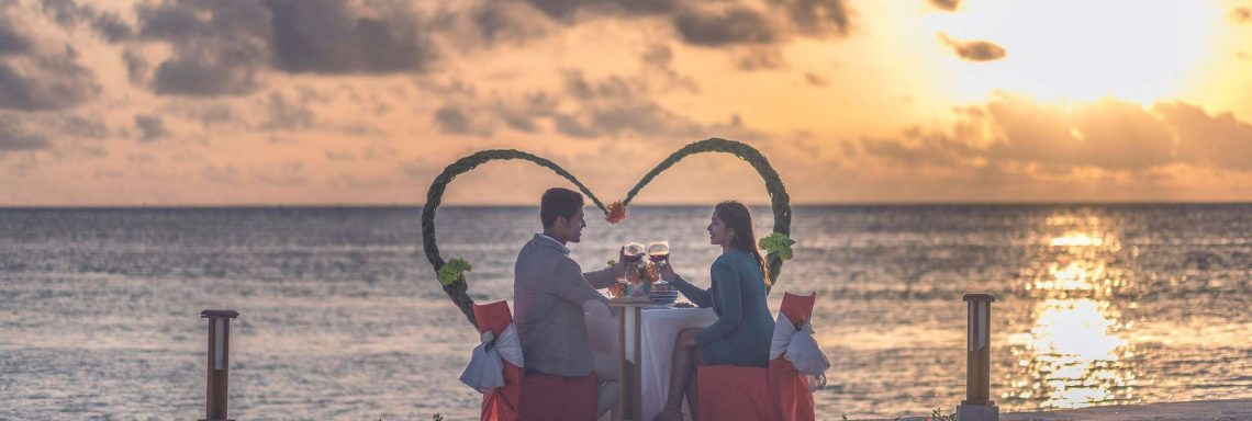 Club Med Villas of FInolhu, Maldives - Photo of a couple dining on the beach