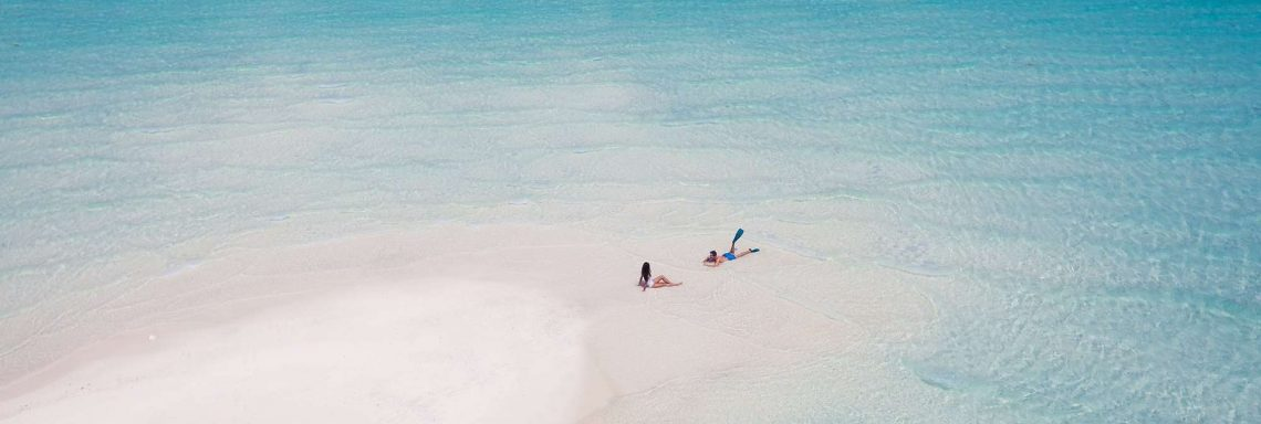 Club Med Villas in FInolhu, Maldives - Aerial photo of two people, alone on the lagoon beach