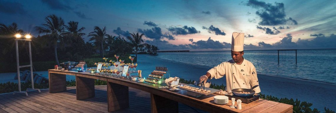 Club Med Villas in FInolhu, Maldives - Image of a cook in front of the outdoor buffet in front of the Indian Ocean