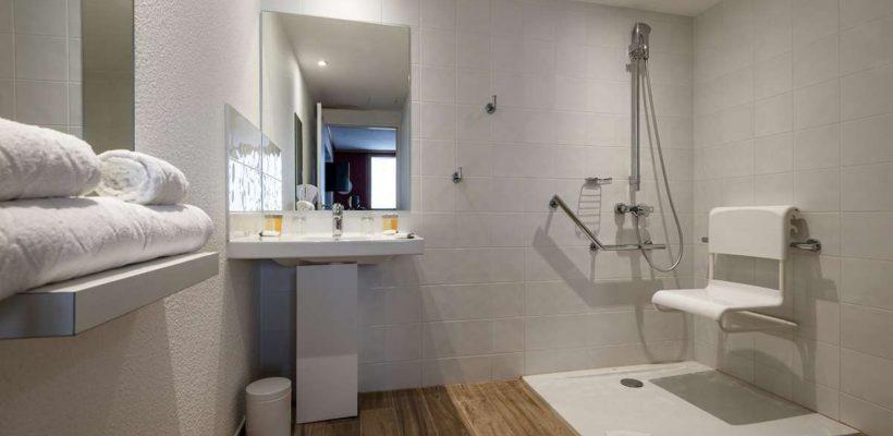 club-med-Alpes_Arcs_Extreme_Accessible_-Bathroom-